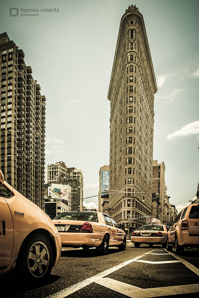 NYC: Yellow cabs at the flatiron building - V2