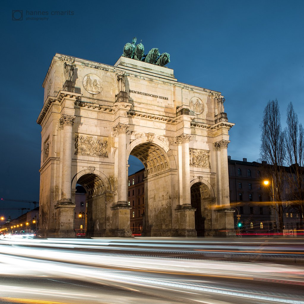 Munich - Siegestor and lighttrails